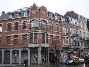 Mooi en volledig gerenoveerd 4 slaapkamer duplex appartement in het centrum van Leuven!<br /> <br /> Met inkomhal, bureau, living, open keuken, 4 slaa