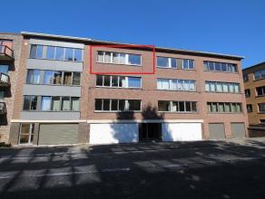 Gerenoveerd appartement op wandelafstand van het station van Leuven!<br /> Bestaande uit inkomhal met apart toilet en plaats voor vestiaire, ruime en