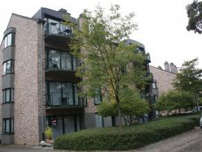 Moor, ruim en goed gelegen gelijkvloers hoekappartement nabij Gasthuisberg, invalswegen en bushalte op 50m. Bestaande uit 2 slaapkamers, ruime living,