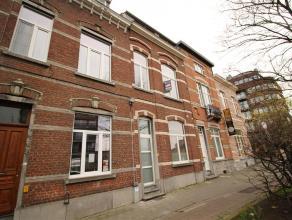 Gerenoveerd duplexappartement  te centrum Leuven bestaande uit leefruimte, 2 slaapkamers, keuken, badkamer en terras.<br /> Gelegen tegenover park 'De