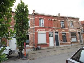 Rustig gelegen rij-woning binnen de ring van Leuven met 2 slaapkamers, 1 badkamer, ingerichte keuken, living, zolder en gezellig terras.<br /> <br />