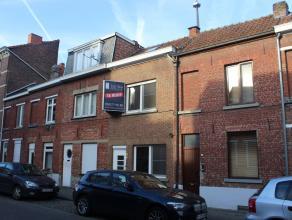 Deze starterswoning heeft een uitstekende rustig en centrale ligging, op slechts 100 meter van de winkelwandelstraten (Diestsestraat en Bondgenotenlaa