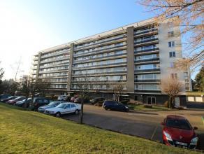Ruim appartement met 2 slaapkamers, terras en garagebox te Heverlee.<br /> Bestaande uit inkomhal, ruime en lichtvolle living met toegang tot het terr