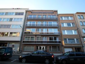 Gerenoveerd dakappartement met 2 slaapkamers nabij het station van Leuven.<br /> Het appartement beschikt over een inkomhal met vestiaire, een ruime l