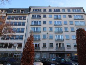 Groot appartement (128m³) uitstekend gelegen in het centrum Leuven met zicht op het Herbert Hooverplein en het Ladeuzeplein en op enkele meters v