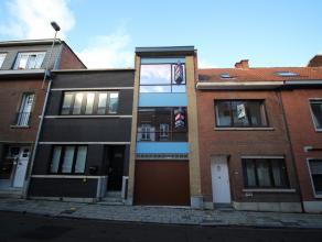 Moderne woning met 3 slaapkamers en tuin te centrum Leuven!<br /> De woning werd volledig gerenoveerd met gebruik van kwalitatieve materialen en geeft