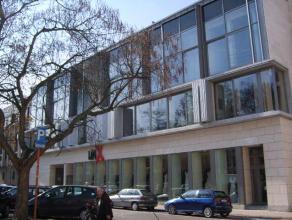 Luxueus appartement in volle centrum (Vismarkt):<br /> <br /> Dit appartement met open zicht en veel lichtinval bestaat uit : ruime living (parket), o