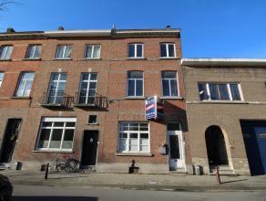 Te renoveren herenwoning met 4 slaapkamers en koer te centrum Leuven.<br /> Bestaande uit inkomhal, living, eetplaats, ruime keuken, wasberging, 4 sla