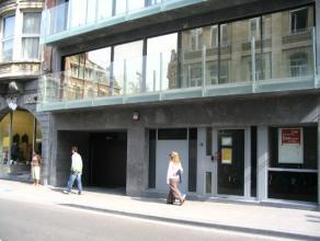 Ondergrondse garageplaats in volle stadscentrum in zijstraat van de Bondgenotenlaan. Ideaal voor handelaar of bewoner.