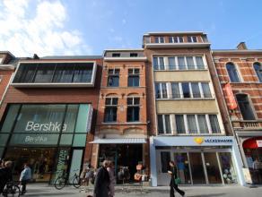 Charmant en gezellig duplexappartement te huur met twee slaapkamers op de Diestsestraat te Leuven. <br /> <br /> Bestaande uit ruime living, grote keu