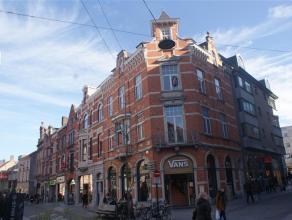 Leuk en gerenoveerd 1-slaapkamerappartement gelegen in te centrum Leuven.<br /> <br /> Het appartement bestaat uit 1 slaapkamer, een lichtvolle leefru