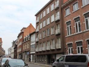 """Leuke ruime studio gelegen te centrum Leuven, recht tegenover het kunstencentrum """"Stuk"""".<br /> <br /> De studio bestaat uit een woon-slaapgedeelte, ap"""
