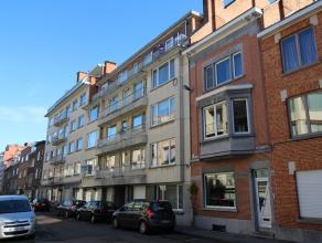 Centraal gelegen appartement met 2 slaapkamers, terras en kelderruimte!<br /> Het appartement bestaat uit een ruime inkomhal met apart toilet, een rui