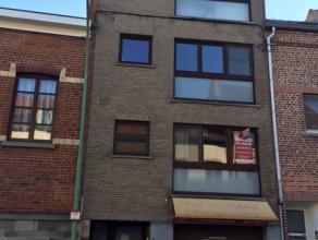 Gezellig appartement op de 1° verdieping in een klein appartementsgebouw. Het appartement bestaat uit een gezellige living met open keuken en heef