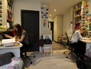 Studio TWIN-COLOCATION moderne meublé d'env. 24m² situé à l'étage 2/10 côté Place du XX Août. S&ea
