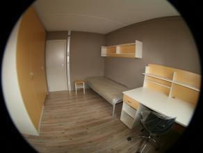 Chambre meublée d'env. 11 m² dans un duplex communautaire de 6 situé à l'étage 3/4. Chambre : sol en mélamin&e