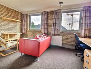 Appartement 1 chambre vintage meublé d'environ 45m² situé à l'étage 2/5 côté rue. Séjour en tapis
