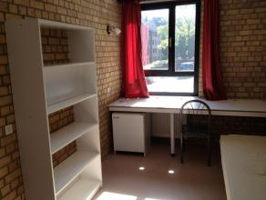 Chambre meublée de 11,5 / 12 m² dans communautaire de 9 situé à l'étage 1/5. Chambre : en tapis-plain, avec frigo, pr