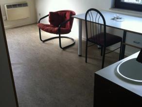 Chambre meublée d'env. 12m² dans communautaire de 4 situé à l'étage 3/4. Chambre : sol en vinyle, lavabo, prises Inte
