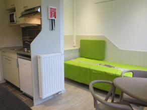 Studio SINGLE moderne meublé d'env. 20 m² situé à l'étage 6/10 côté rue, face à ULG. Séjou