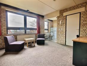Appartement 1 chambre vintage meublé d'une superficie d'environ 43m² situé à l'étage 1/5 côté rue. S&eac