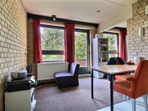 Appartement 1 chambre vintage meublé d'une superficie d'environ 34m² situé à l'étage 5/5 côté rue. S&eac