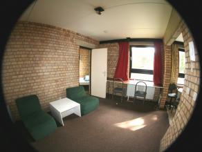 Appartement lumineux 1 chambre meublé d'environ 38m² sis au rdc côté rue. Séjour avec tapis-plain, cuisine équi