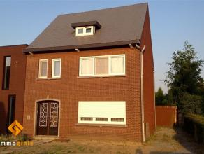 Omschrijving Deze op te frissen woning is gelegen op een perceel van 5a19ca, vlakblij het centrum van Overpelt. De woning heeft 3 zeer ruime slaapkame