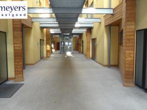 Mooi en recent gerenoveerd loft-appartement met 2 slaapkamers te Luik met zeer goede bereikbaarheid van autostrade. Het appartement is gelegen in een