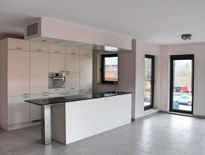 """Op de eerste verdieping van residentie """"Luyckerveld"""" te Luikersteenweg bevindt zich dit nieuwbouwappartement. Het appartement heeft 2 terrassen; een t"""
