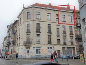 A proximité immédiate du Wiels et non loin de la gare du Midi, bel appartement au 3ème étage + grenier. Il se compose d'un