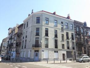 ** SOUS OPTION ** A proximité immédiate du Wiels et non loin de la gare du Midi, bel appartement au 3ème étage + grenier.