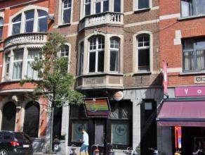 Handelswoning met horeca zaak in het centrum van Leuven,nabij de Sint Pieterskerk.<br /> Aparte toegang naar de 2 verdiepingen en zolder.<br /> Ruime