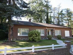 Goed gelegen en praktische woning, type bungalow met 3 slaapkamers,Living in L vorm ,ruime garage,met  aparte loods, ideaal voor mobilhome of andere h