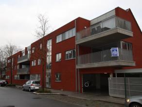 """Rustig gelegen appartement met twee slaapkamers op de eerste verdieping in de nieuwbouwresidentie 'Ruelenshof"""".<br /> <br /> Het appartement omvat: in"""
