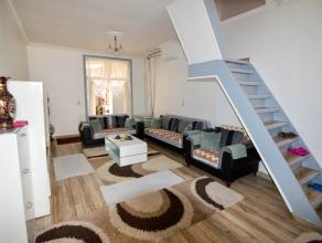 Dit prachtig herenhuis is volledig gerenoveerd in 2010, het telt 3 verdiepingen en is gelegen in hartje Gent. <br /> Op de benedenverdieping vindt u e