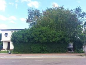 Gunstig gelegen bouwgrond van 11a 25ca in de Guillaume Lambertlaan, Genk. De bouwgrond is geschikt voor een halfopen bebouwing of 2 appartementen (gel