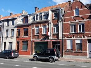 Deze ruime woning bestaat uit een gelijkvloers (momenteel gebruikt als kantoorruimte) en 2 ruime bergplaatsen, op de eerste verdieping bevinden zich 3