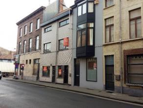 Deze woning is gelegen in de Weversstraat tegenover de Sint-Jan-Baptistkerk en in de onmiddellijke nabijheid van scholen, bus en tramverbinding, winke