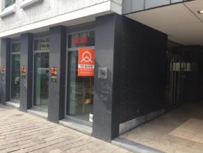 Zeer commercieel gelegen in het centrum van Gent, dichtbij het Francois Laurentplein, bieden wij deze winkelruimte van 50m² te koop aan. De Vlaan
