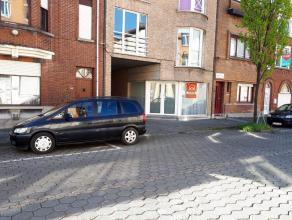 Dit appartement is gelegen op het gelijkvloers van een zeer kleine residentie. Het heeft een bewoonbare opp van 95 m² en bestaat uit een living,