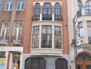Gelegen op een absolute topligging, vlakbij station Leuven, ligt dit volledig gerenoveerde gebouw met handelsruimte, 7 studios en 2 appartementen. De