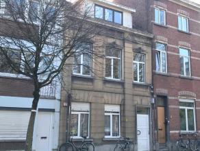 Herenwoning met 6 erkende studentenkamers. De woning is gelegen in de Brouwersstraat, vlak tegenover park Bruul, waar men een leuk uitzicht over heeft