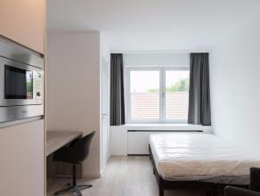 Bemeubelde studio in Luxe-afwerking te koop in een zijstraat van de Naamsestraat te hartje Leuven. Deze studio is zeer recentelijk tip-top gerenoveerd
