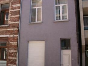 Deze kleinschalige studentenresidentie situeert zich in de Vaartstraat in het centrum van de stad. Het perfect onderhouden gebouw omvat: 7 ruime bemeu