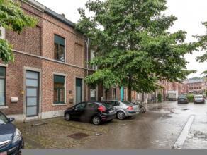 Graag presenteren we u deze instapklare stadswoning in een kindvriendelijke buurt in hartje Leuven in een autoluwe straat met veel groen. In de buurt