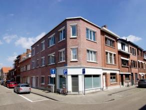 Dit kleinschalige appartementsgebouw met lage maandelijkse lasten situeert zich in een rustig gelegen buurt in de omgeving van het station, winkels en