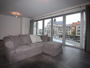 Dit prachtig appartement in hartje Leuven is gelegen op de eerste verdieping van een recent en hedendaags appartementsgebouw. Het energiezuinig appart