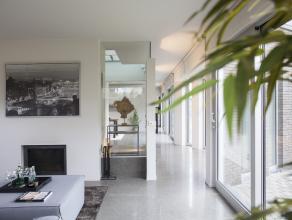 David en Sofie zijn verhuisd naast Wevelgem waar ze naast hun bedrijf wonen.  Daarom bieden ze hun villa in de Min. A. Declercklaan in Kortrijk te koo