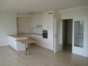 Volledig vernieuwd appartement bestaande uit een grote leefruimte met open volledig geïnstalleerde keuken, berging, ingebouwde vestiairekast, apa